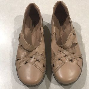 Clarks Shoes - Clark's Taupe Leather Shoes